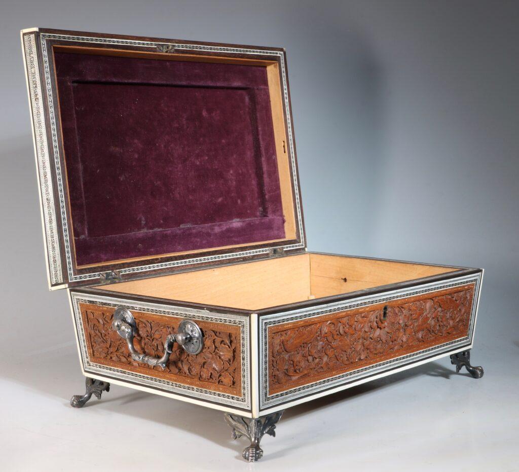 An Anglo Indian Sandlewood and Sadeli Sewing Box C1855 14
