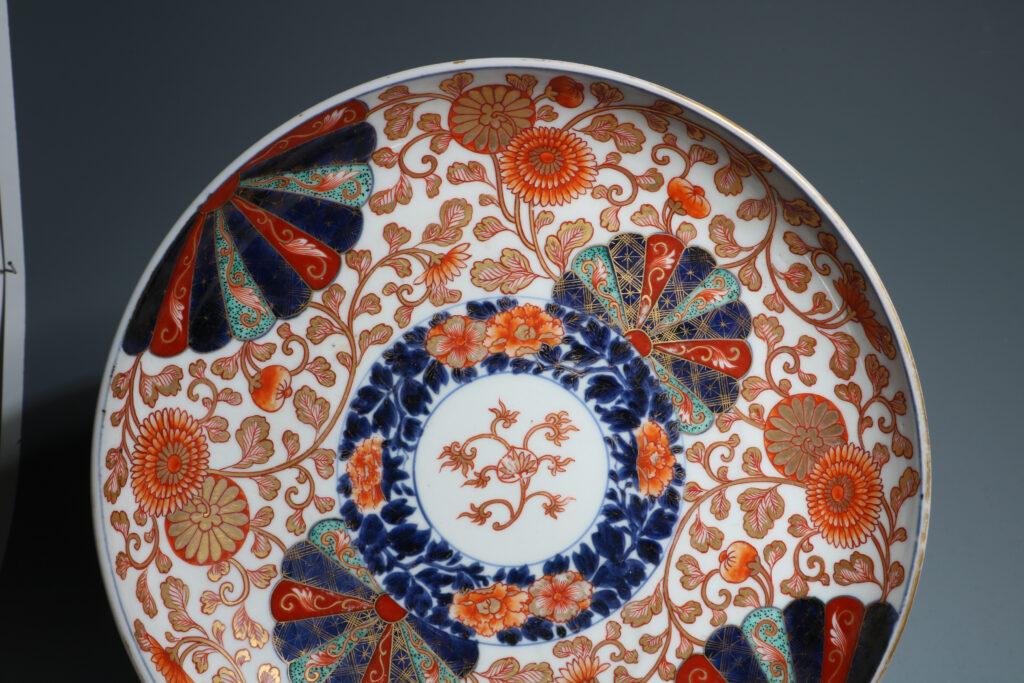A Large Chinese Imari Saucer Dish Kangxi E18thC 5