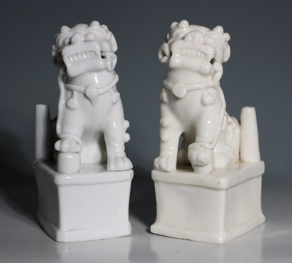 A Pair of Blanc de Chine Dogs of Fo Kangxi C1700 3