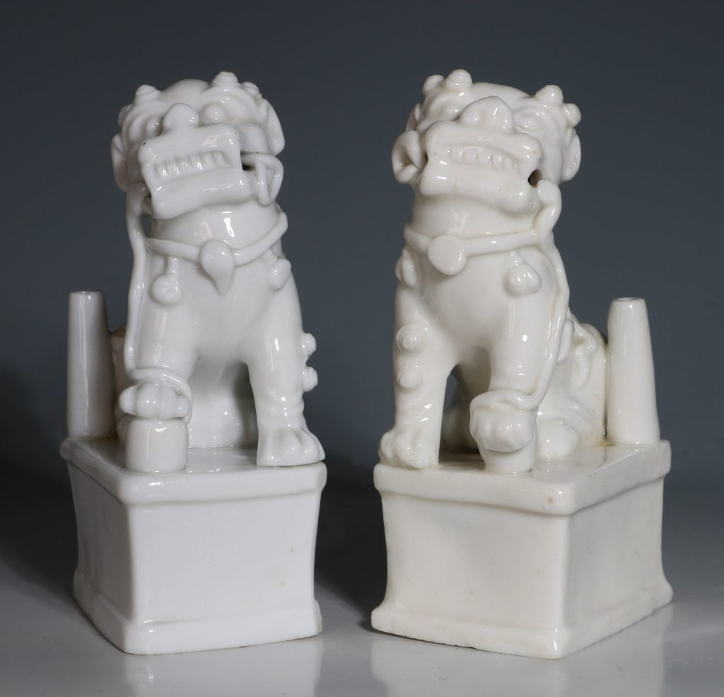 A Pair of Blanc de Chine Dogs of Fo Kangxi C1700 4