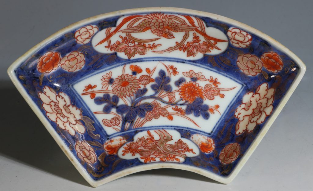 A Set of Four Japanese Fan Shape Dishes Imari E18thC 4