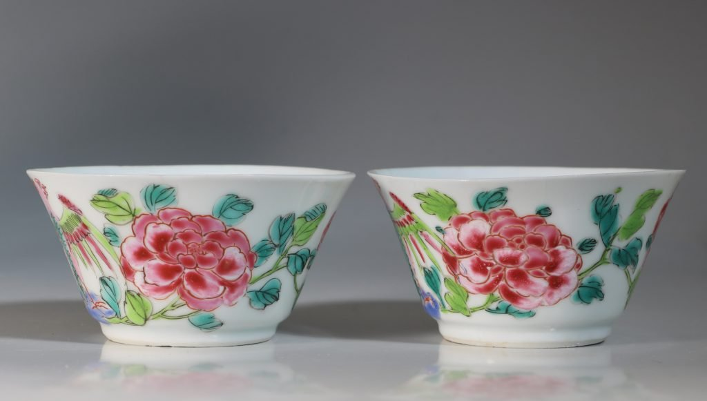 A Rare Pair of Mexican Market Famille Rose Tea Bowls and Saucers Yongzheng C1735 6