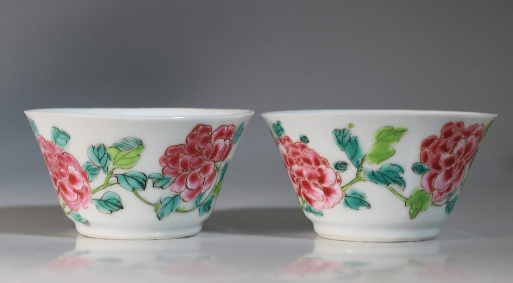 A Rare Pair of Mexican Market Famille Rose Tea Bowls and Saucers Yongzheng C1735 7