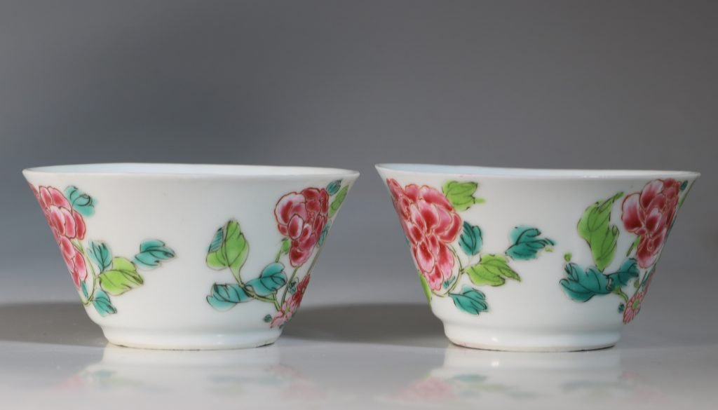 A Rare Pair of Mexican Market Famille Rose Tea Bowls and Saucers Yongzheng C1735 8