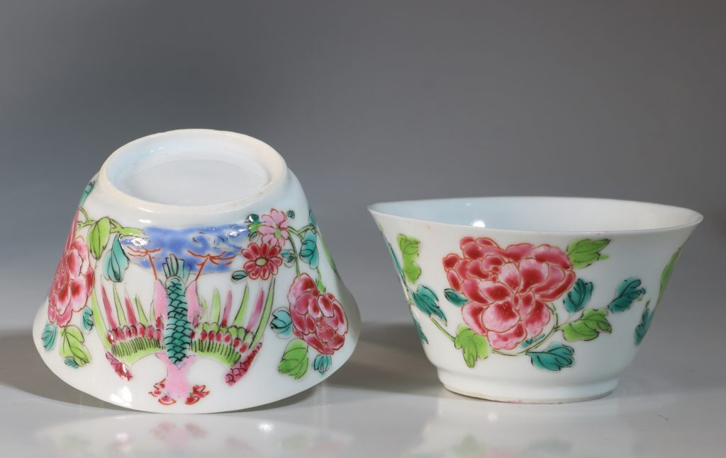 A Rare Pair of Mexican Market Famille Rose Tea Bowls and Saucers Yongzheng C1735 9