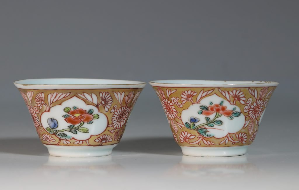 A Pair of Famille Rose Tea Bowls and Saucers Yongzheng 3