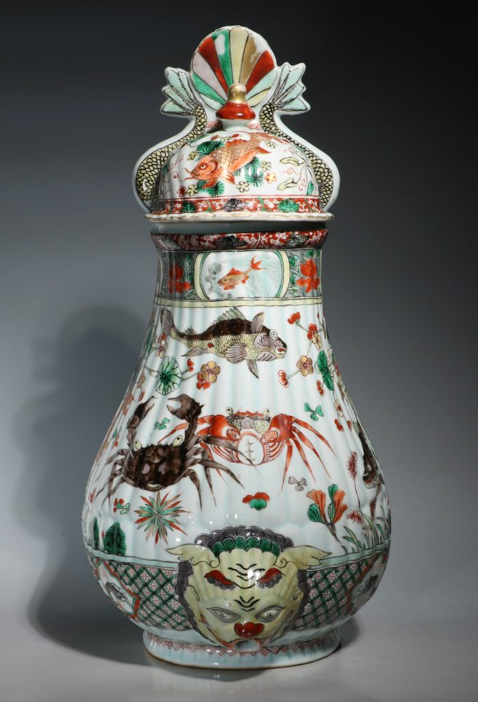 A Large Famille Verte Wall Cistern and Cover Kangxi E18thC
