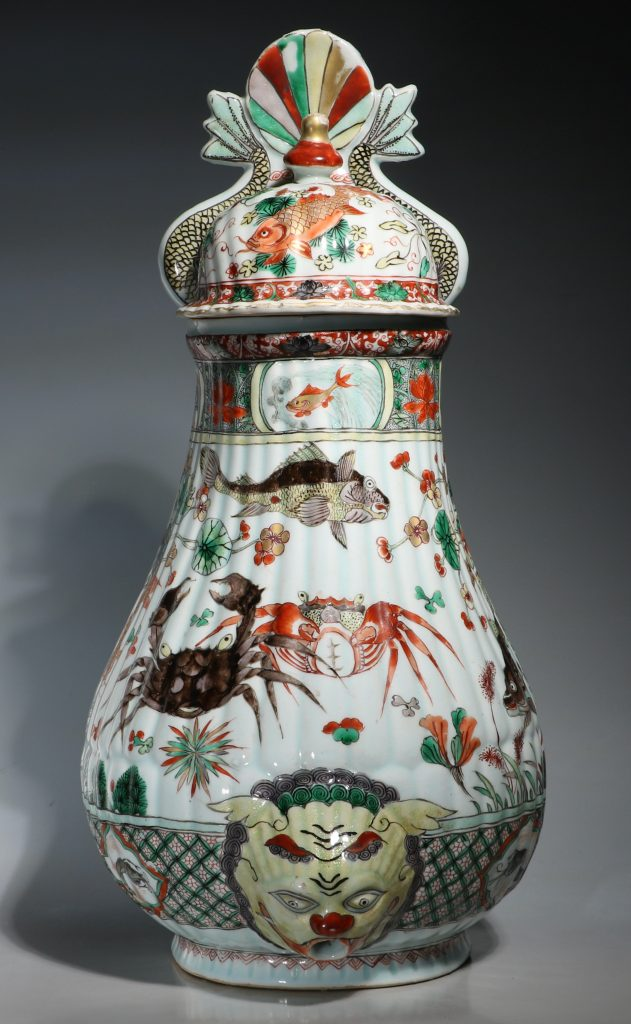 A Large Famille Verte Wall Cistern and Cover Kangxi E18thC 1