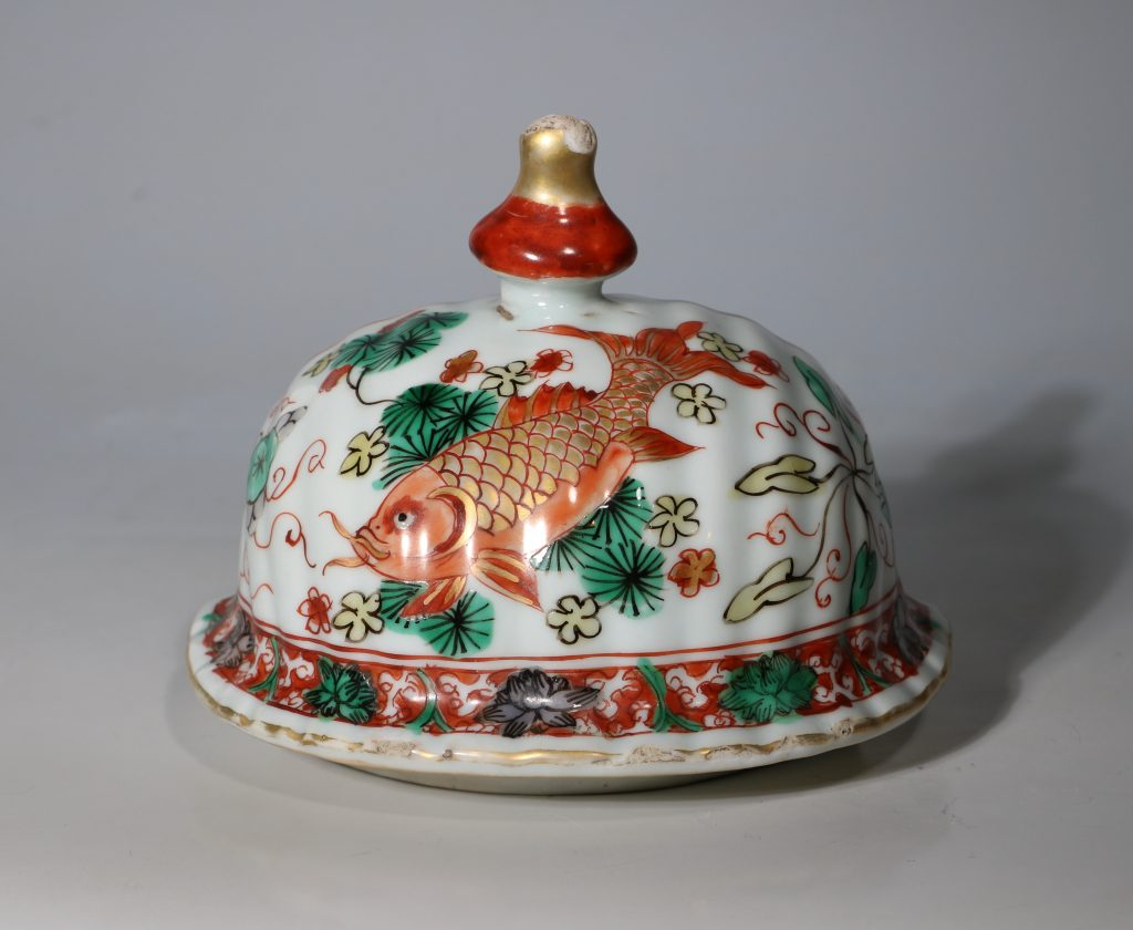A Large Famille Verte Wall Cistern and Cover Kangxi E18thC 8