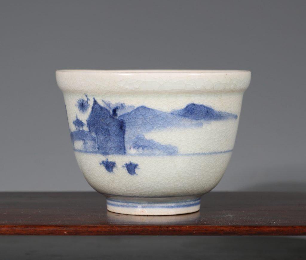 An Arita Blue and White Deep Cup L17thC 2