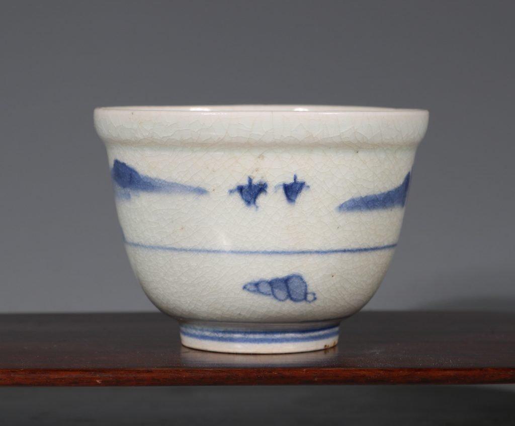 An Arita Blue and White Deep Cup L17thC 3