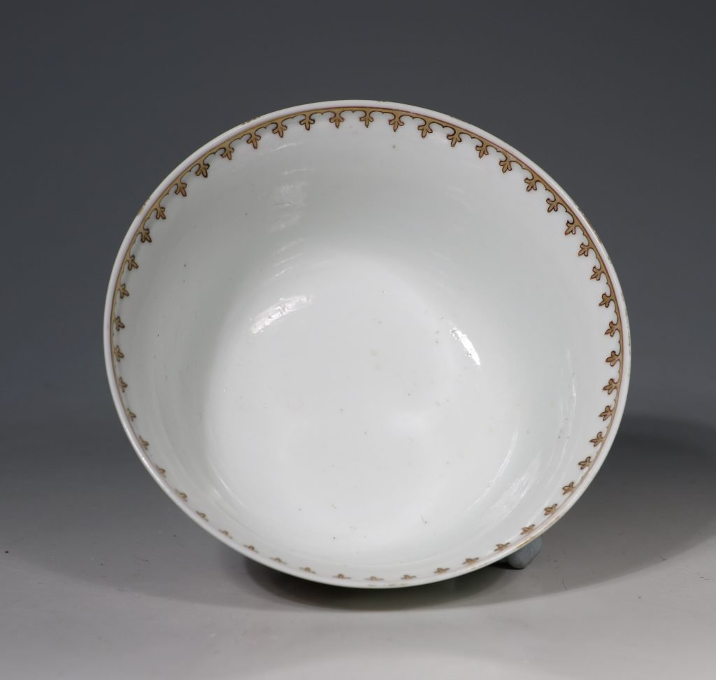 A Famille Rose 'Spinning Maiden' Bowl Qianlong 18thC 3