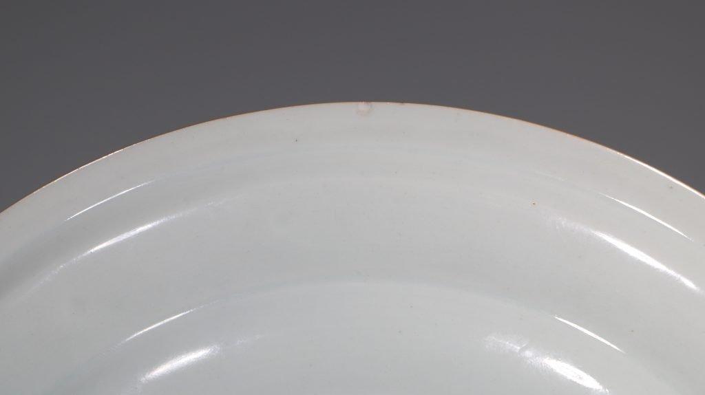 A Chinese Armorial Dish Kangxi/Yongzheng E18thC 4