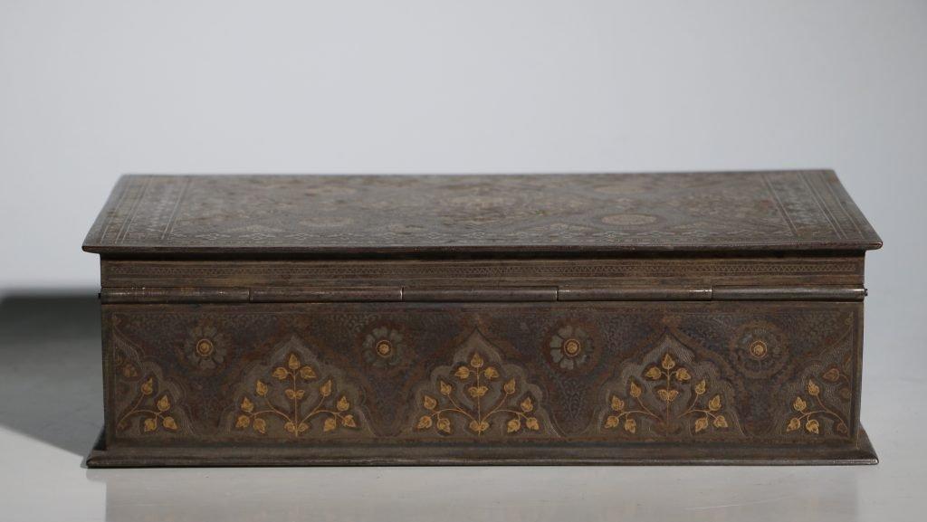 An Anglo Indian Armorial Koftgari Box 19thC 4