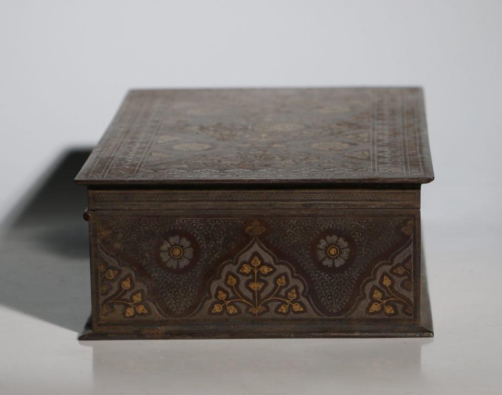 An Anglo Indian Armorial Koftgari Box 19thC 5