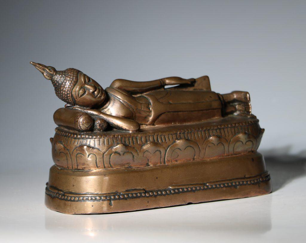 A Thai Figure of the Reclining Buddha 17/18thC 3