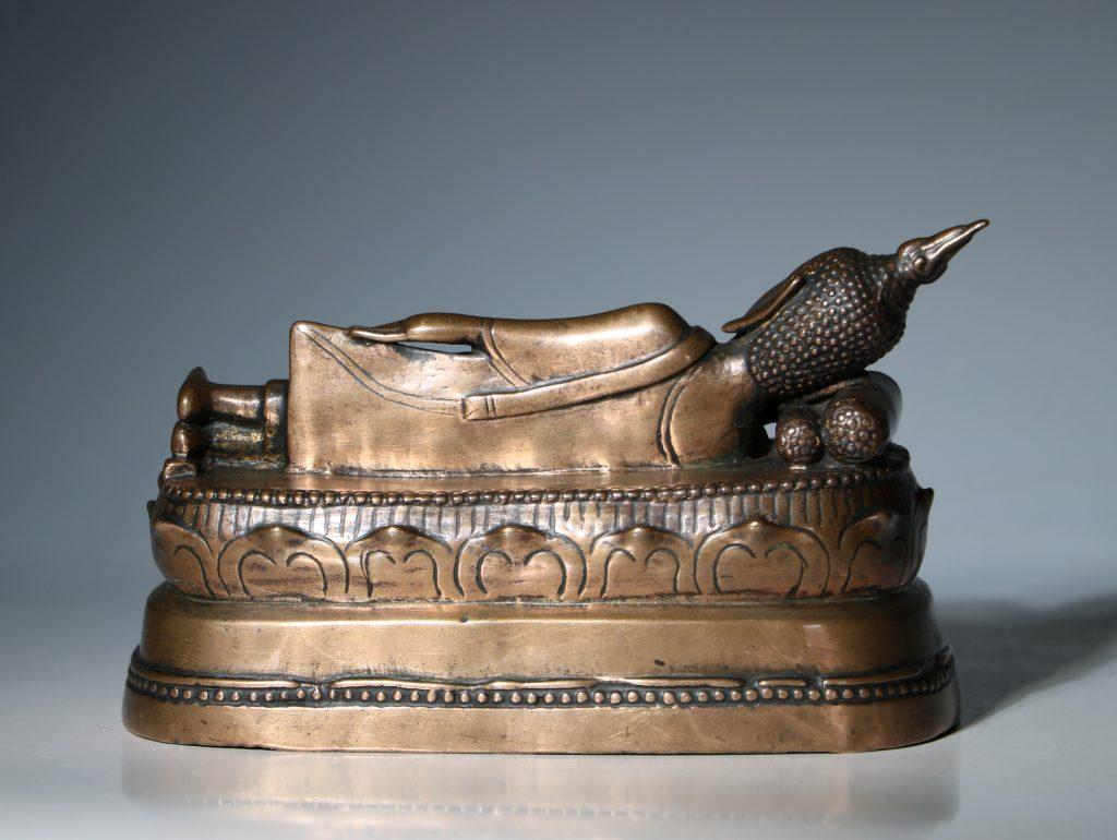 A Thai Figure of the Reclining Buddha 17/18thC 5